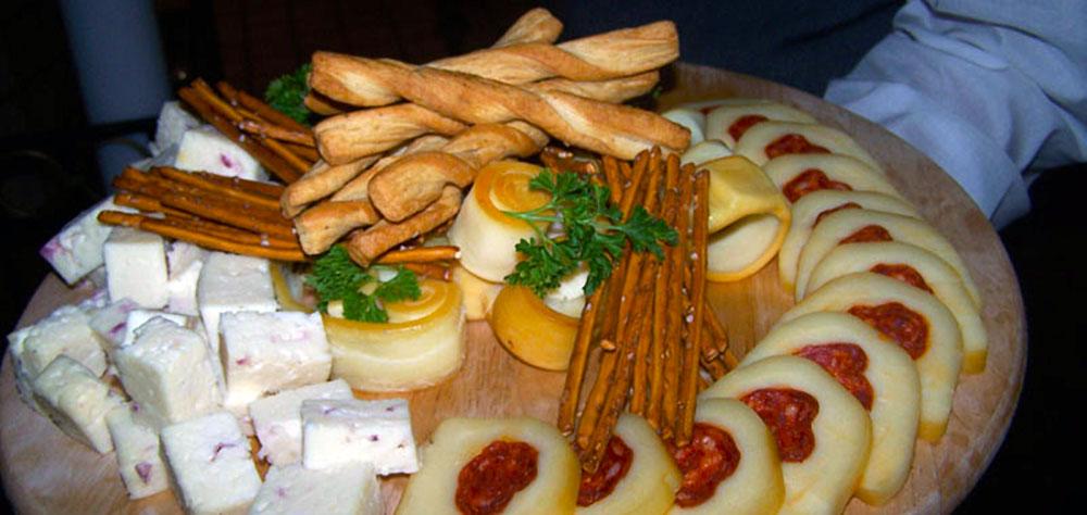 Сырная тарелка на фестивале